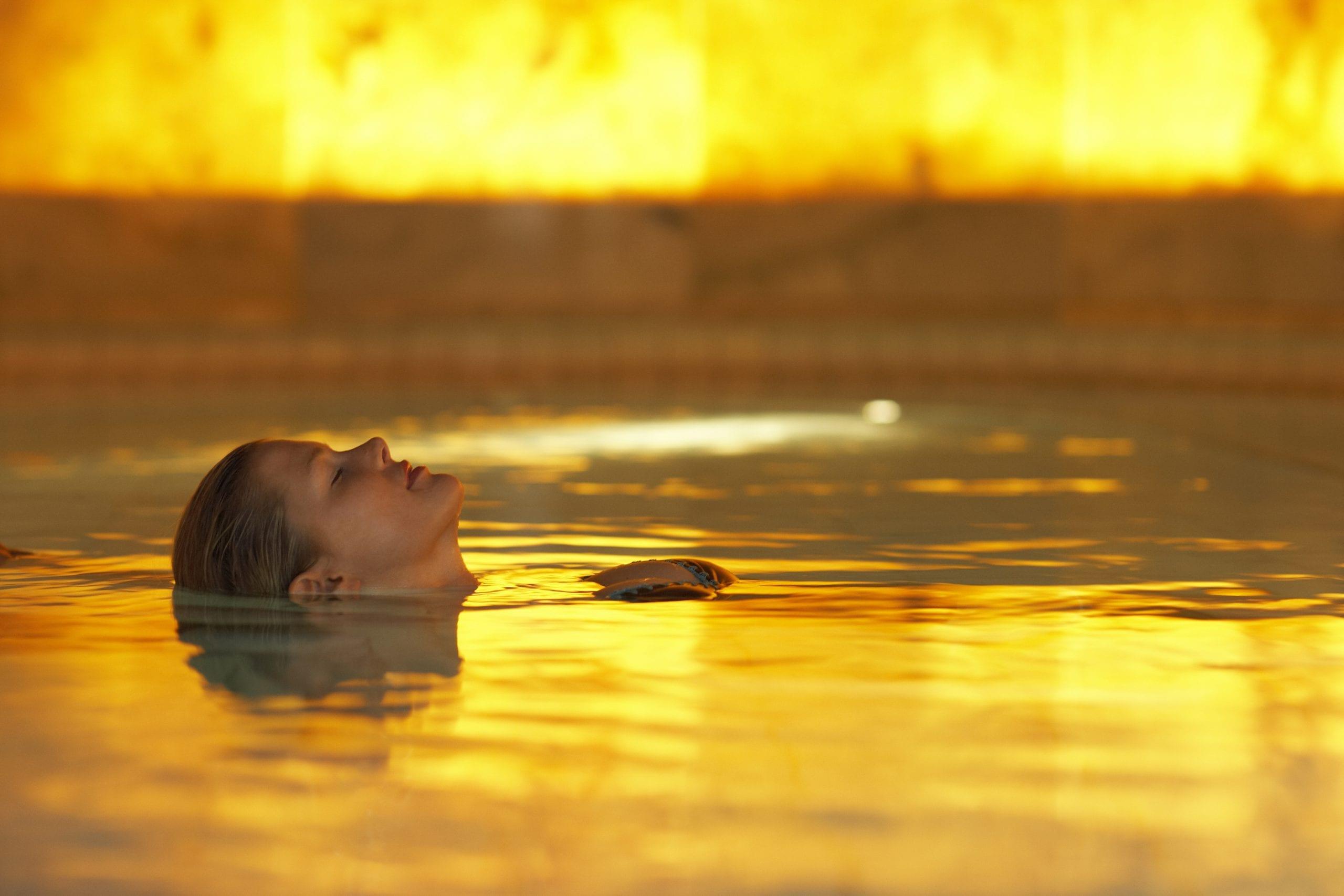 Floating im Wasser schweben